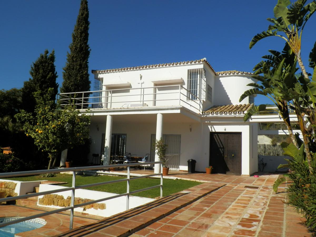 Detached Villa for sale in Nueva Andalucía R3361957
