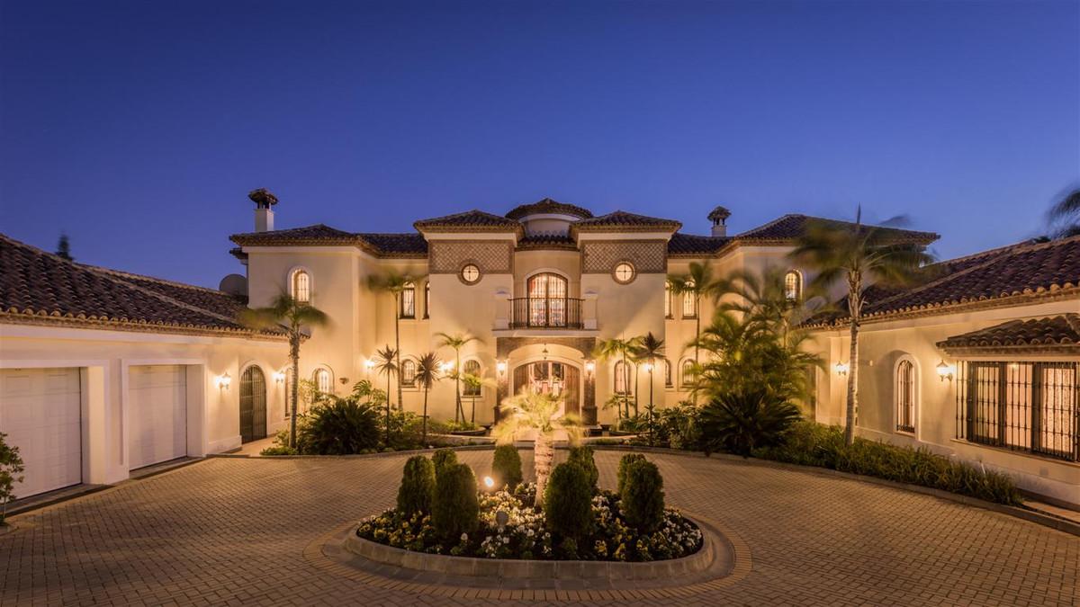 Stunning luxury villa,5 minutes to golf & beach,close to Marbella & Puerto Banus!  Luxurious,Spain