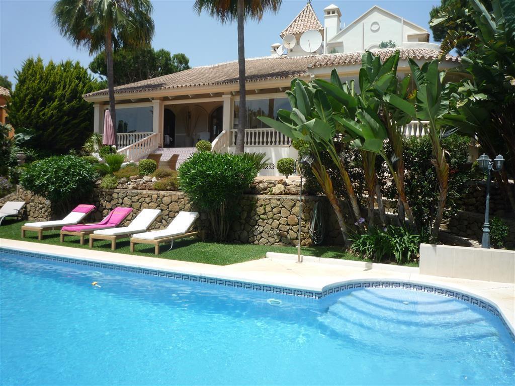 Villa con 6 Dormitorios en Venta Hacienda Las Chapas