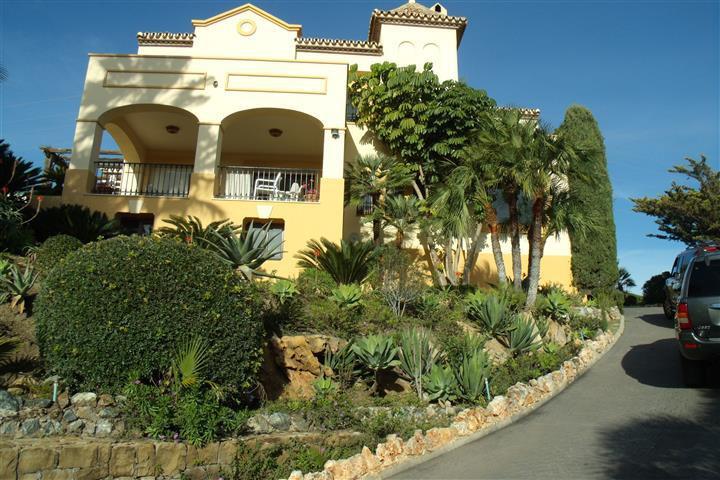 Beautiful Villa set in superb cul-de-sac location in El Paraiso offering excellent Sea, Mountain &am,Spain