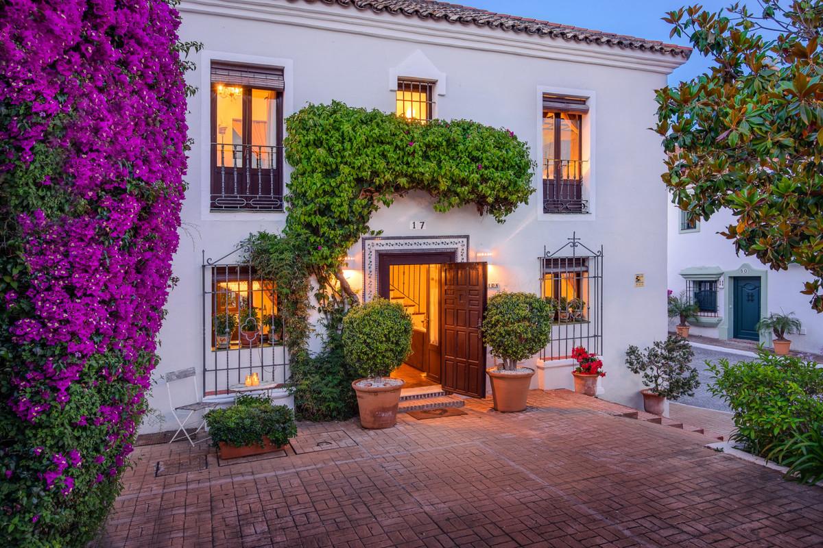 Villa  Pareada en venta   en Guadalmina Baja