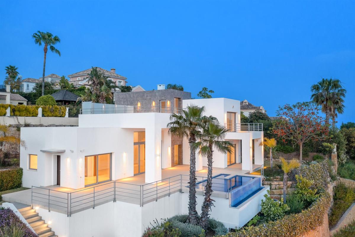 Detached Villa for sale in Benahavís R3826417