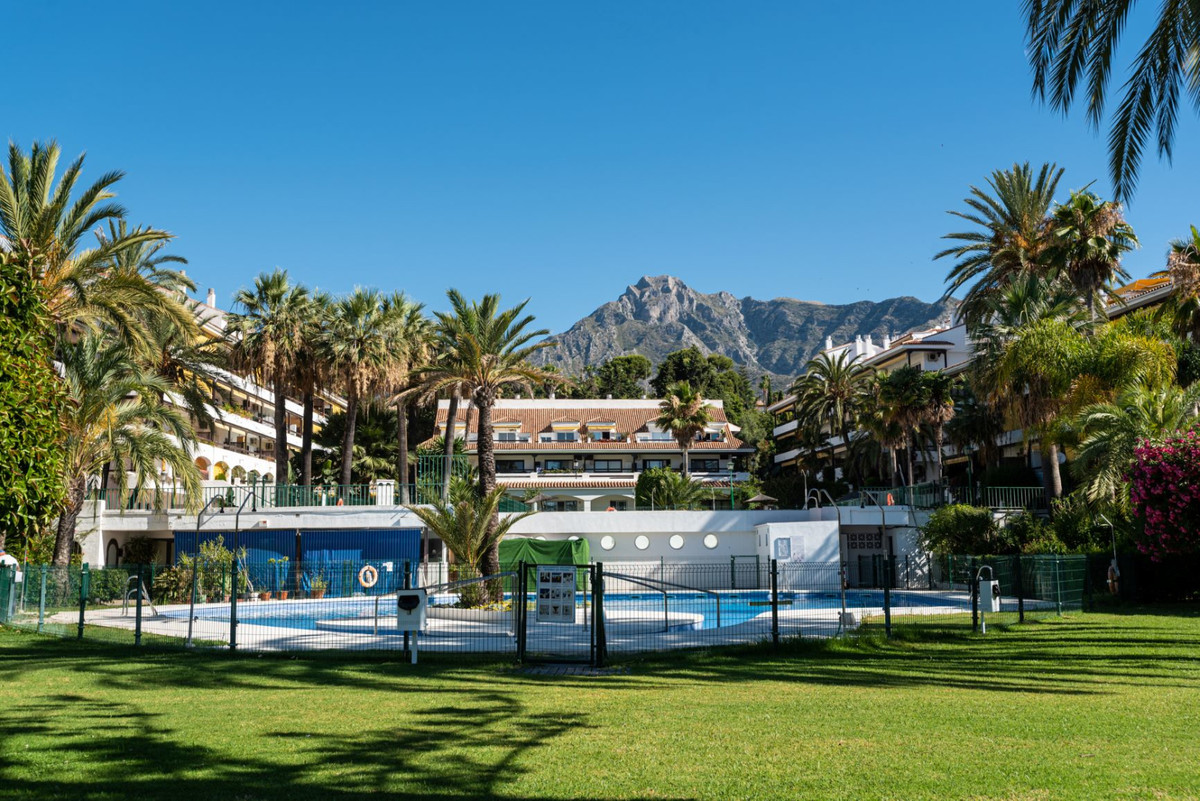 Middle Floor Studio, Marbella, Costa del Sol. Built 36 m², Terrace 8 m².  Setting : Town, Commercial,Spain