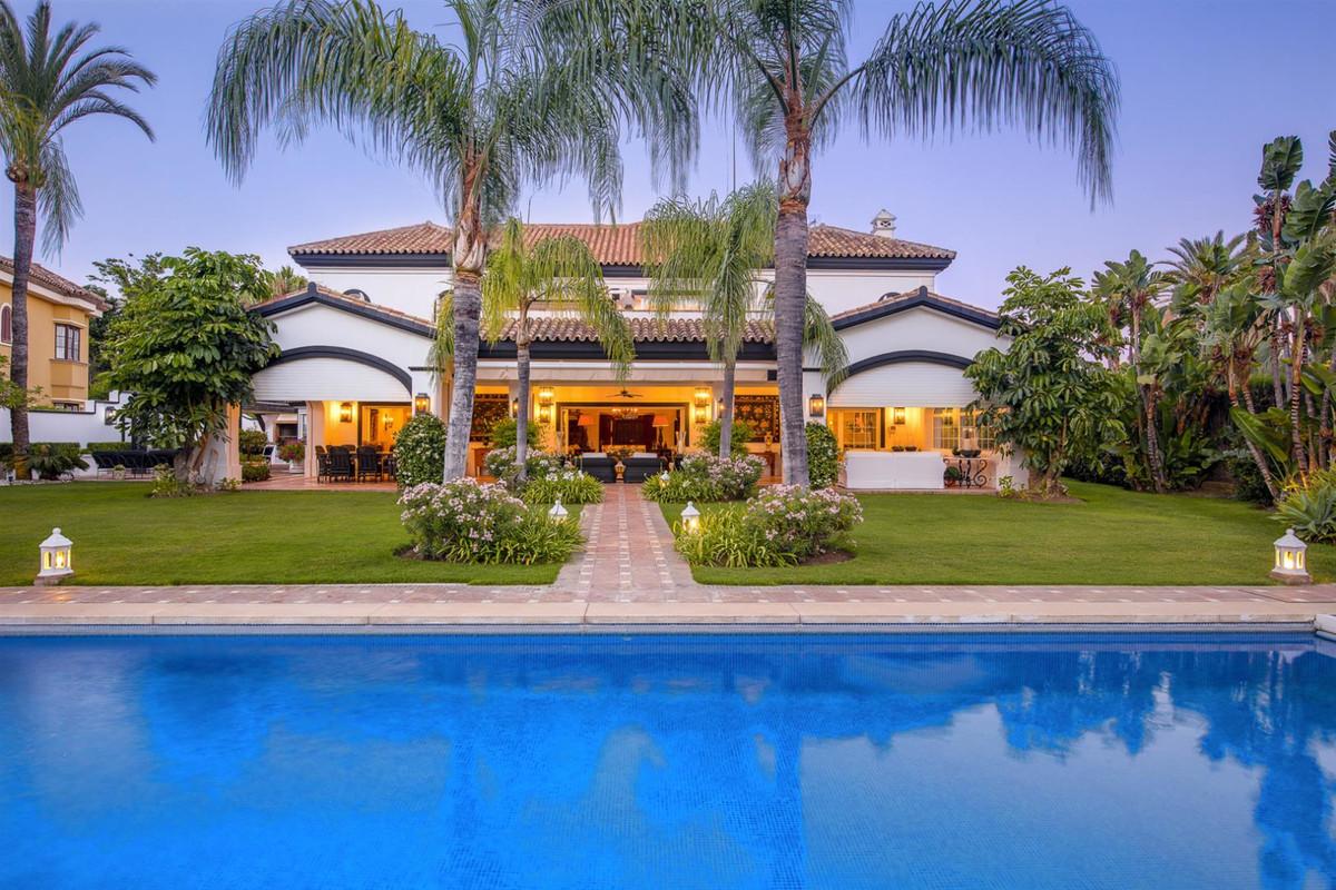 Detached Villa for sale in Guadalmina Baja R3672257