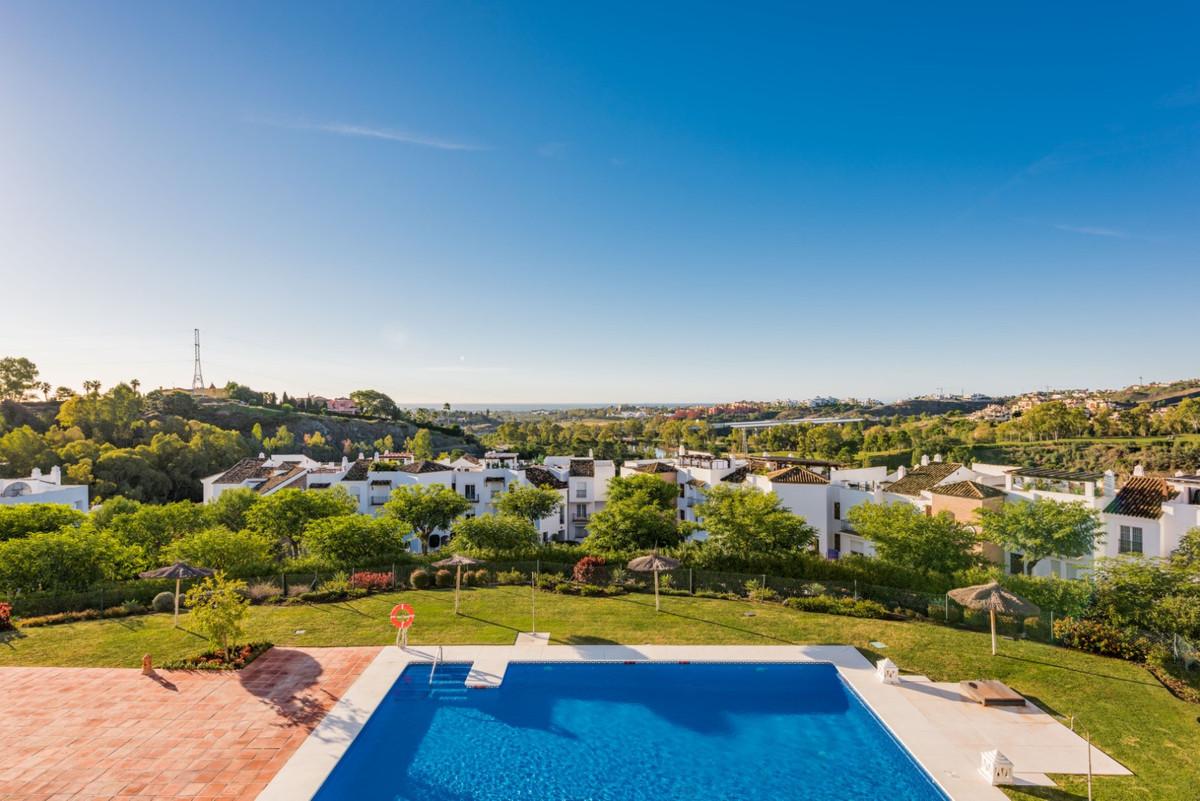 Impeccable 2 bedroom apartment located in Las Encinas, within the prestigious area of Los Arqueros C,Spain