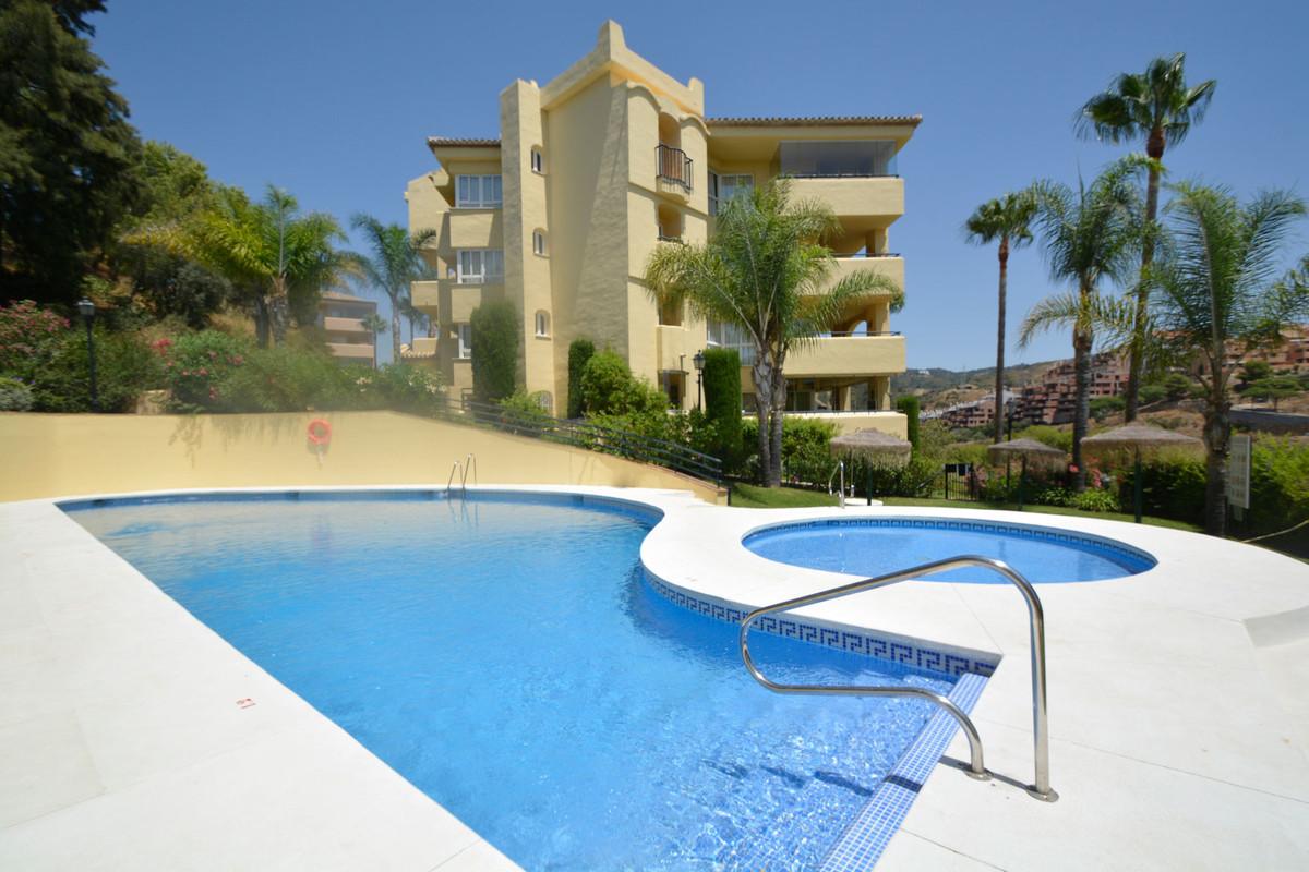 Apartment Middle Floor Elviria Málaga Costa del Sol R3676349