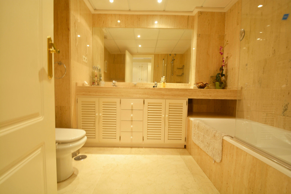 Apartment Middle Floor Elviria Málaga Costa del Sol R3676349 10