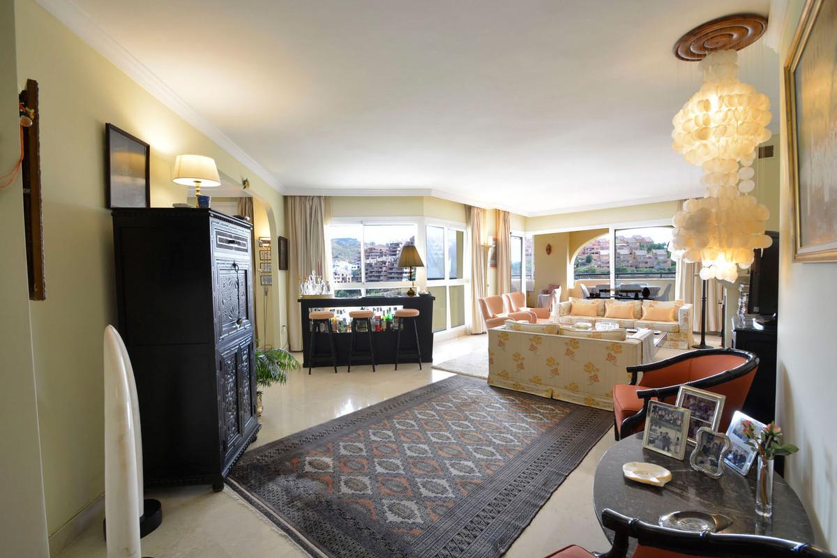 Apartamento  Ático en venta   en Elviria