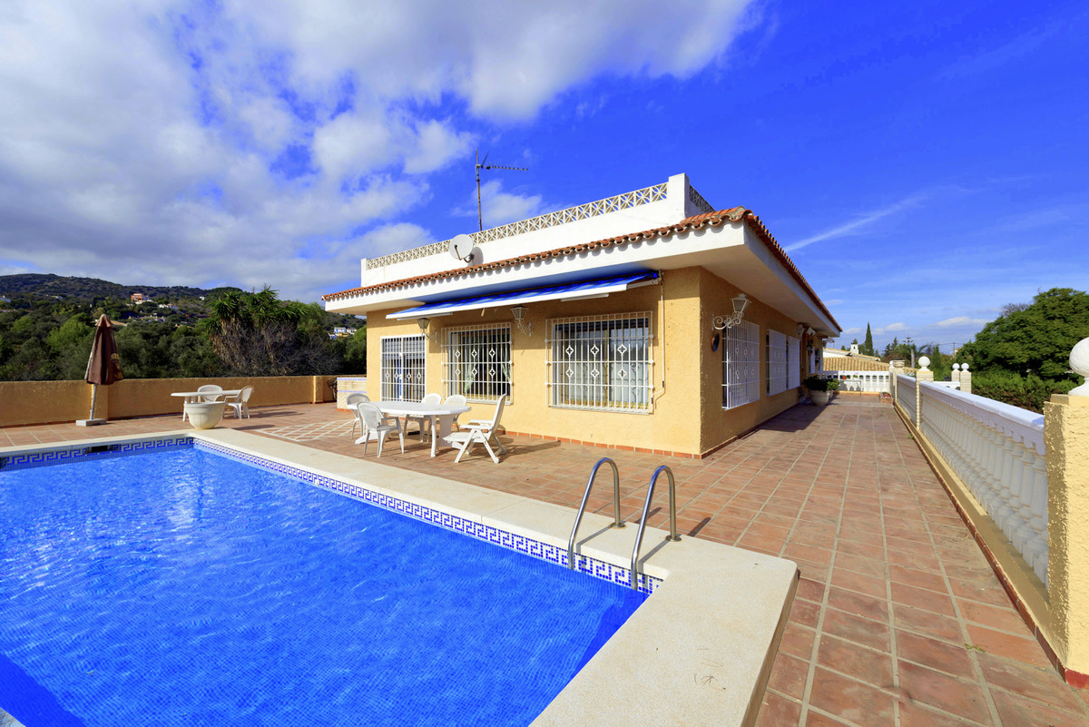 DECHATED HOUSE WITH MEDITERRANEAN SEA AND MOUNTAINS VIEWS IN MALAGA  2-storey detached house with a ,Spain