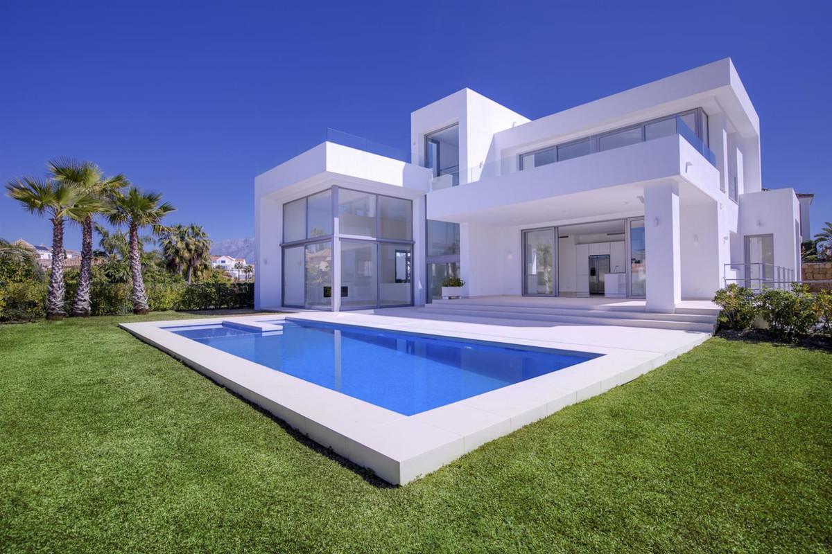 Detached Villa for sale in Benahavís R3805399
