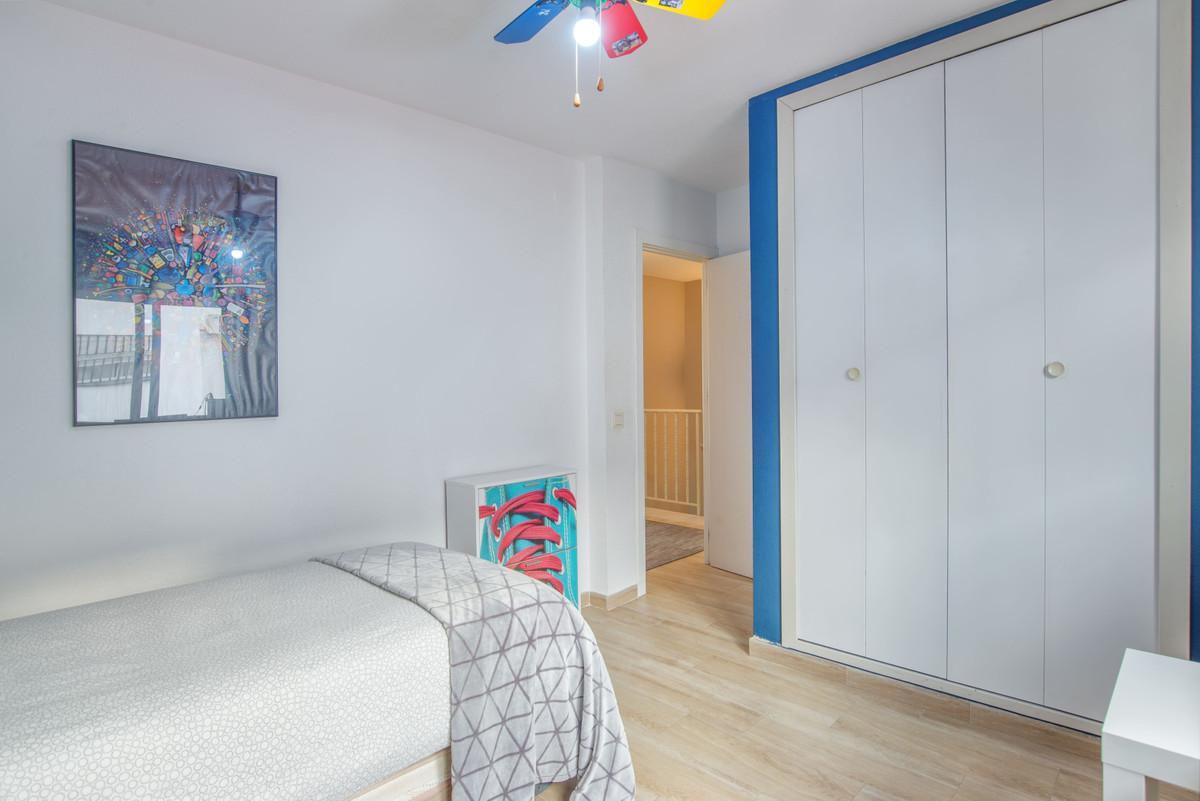 4 Спальн� Городской Дом на продажу, Alhaurín el Grande