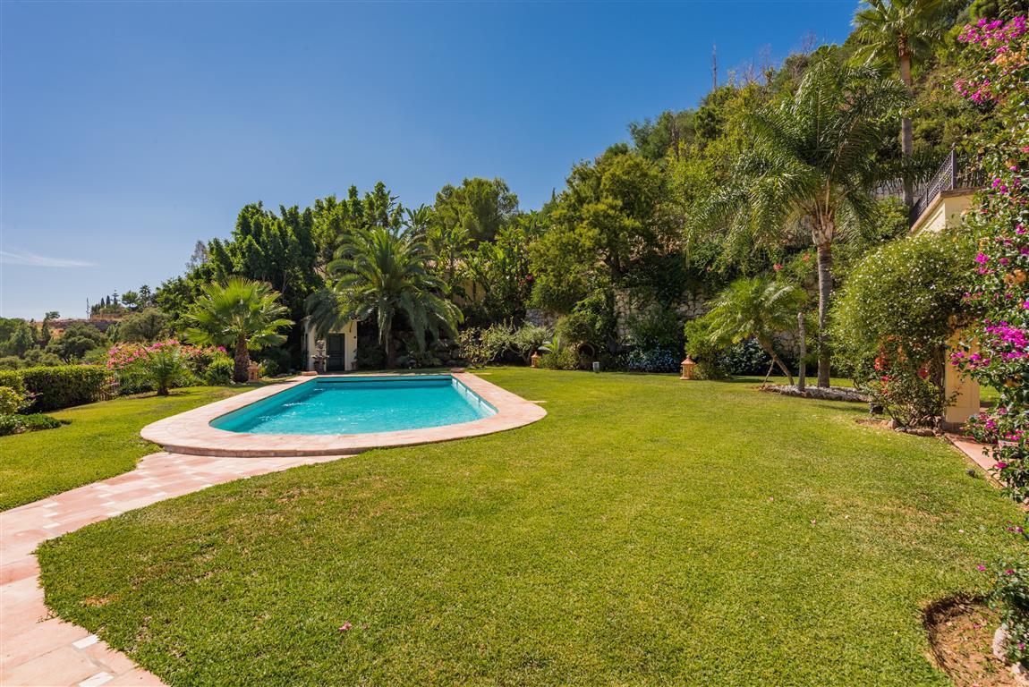 6 Bedroom Villa for sale El Madroñal