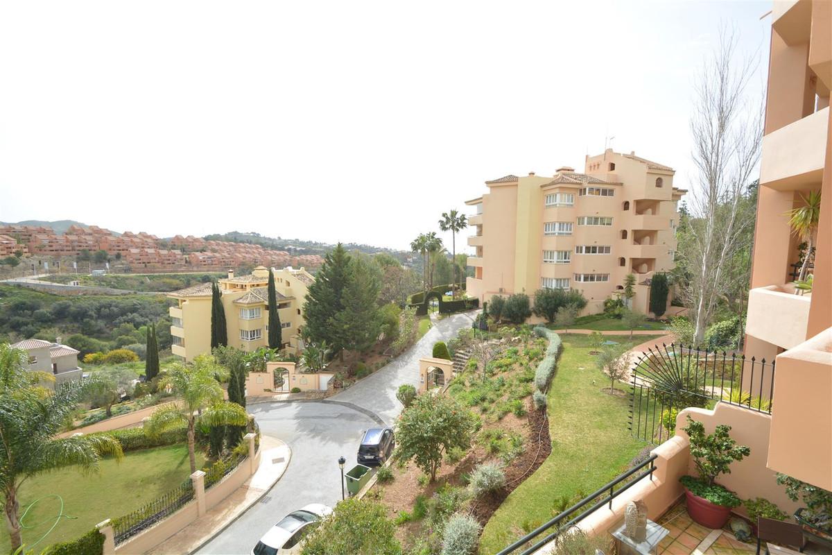 Middle Floor Apartment in Elviria R3157654