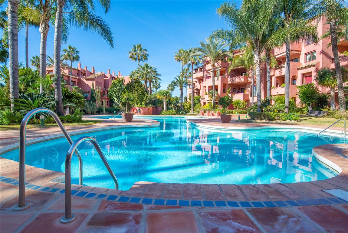 HUGE PRICE DROP - BEST DEAL IN THE URBANIZATION!!!  Alicate Playa is a great front line beach urbani,Spain