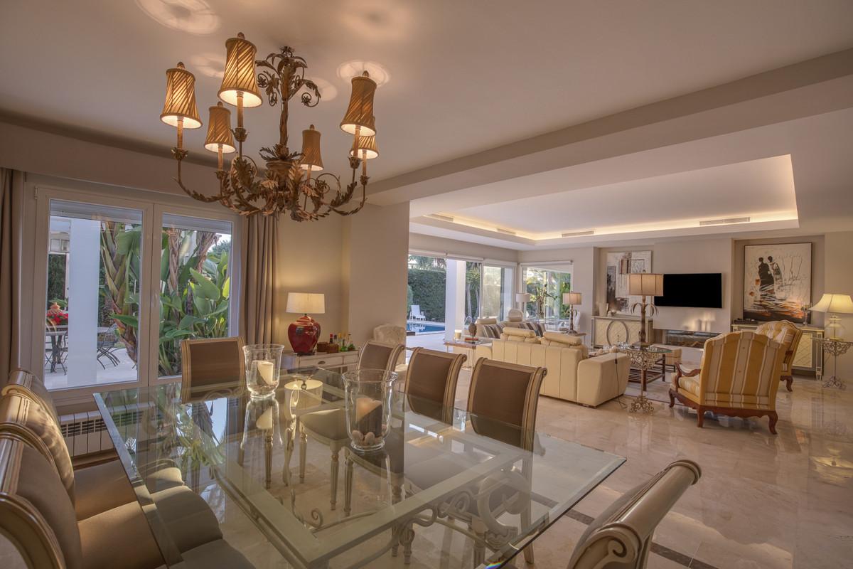 Villa con 5 Dormitorios en Venta Guadalmina Baja