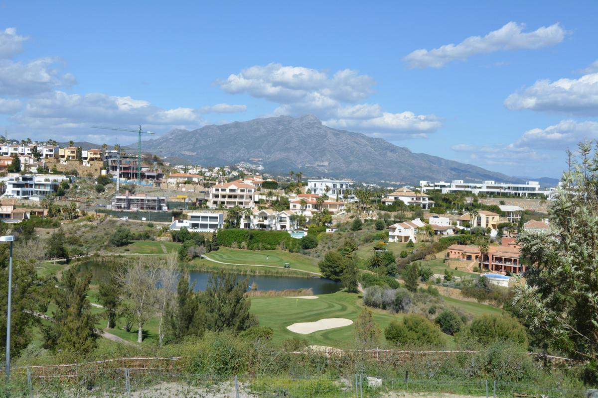 Residential Plot, Benahavis, Costa del Sol. Garden/Plot 1472 m².  Setting : Frontline Golf, Close To,Spain