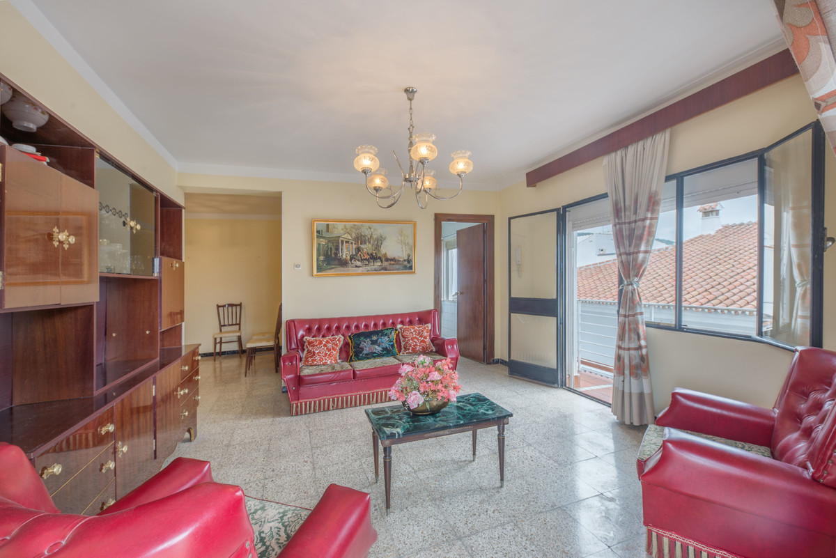 4 Bedroom Middle Floor Apartment For Sale Alhaurín el Grande
