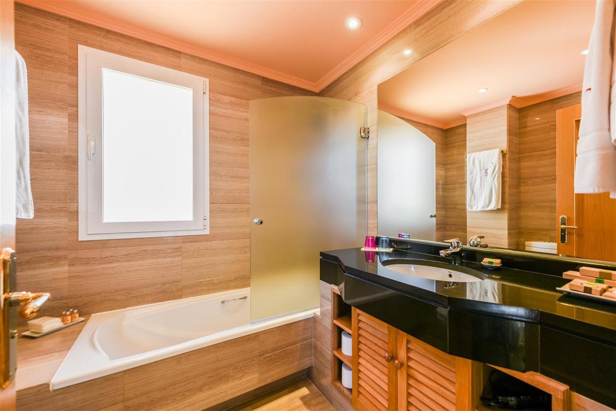 6 Bedroom Detached Villa For Sale Río Real
