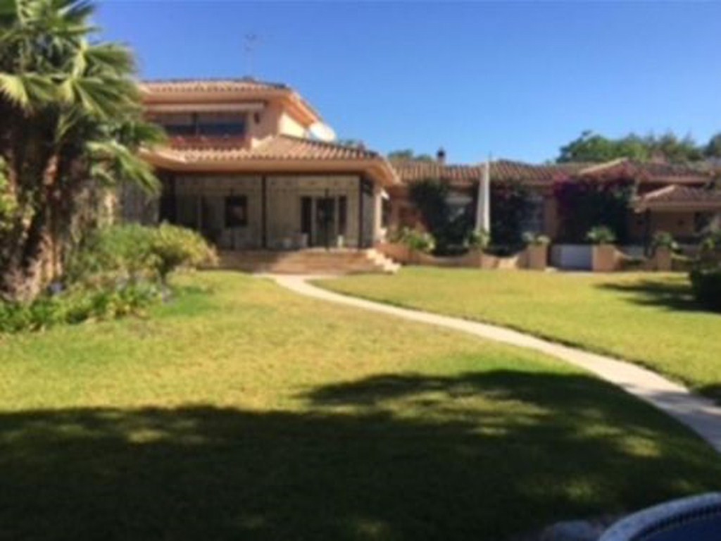 Can Also be made into 3 plots! This stunning villa situated in one of the best parts of Guadalmina B,Spain
