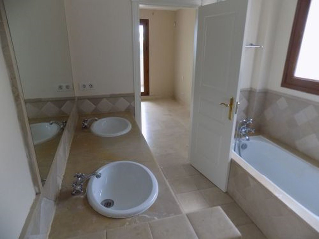 R3299761: Apartment for sale in Estepona