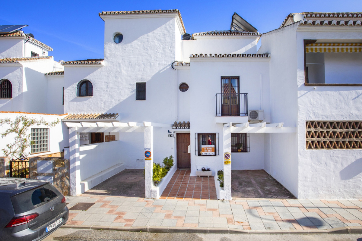 Townhouse  Terraced for sale   in Las Lagunas
