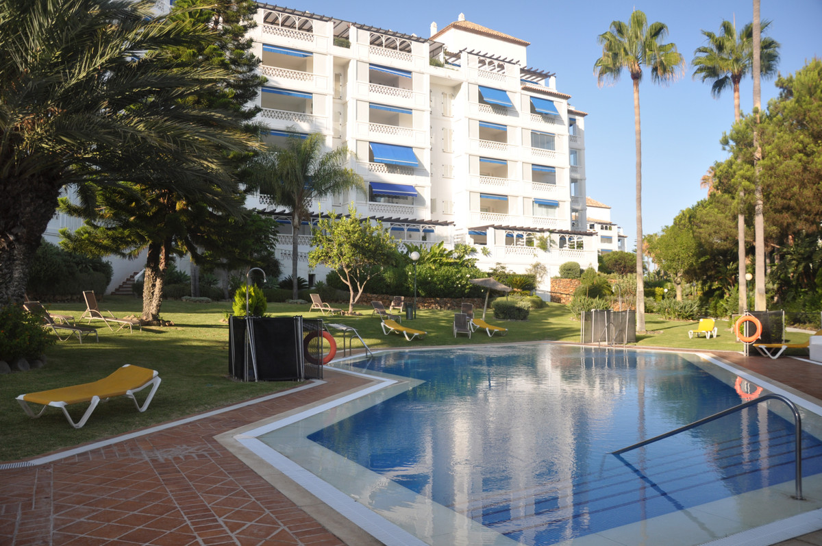 New price from 649 000 EUR - 599 000 EUR!  Las Gaviotas, a luxurious Mediterranean-style complex of ,Spain