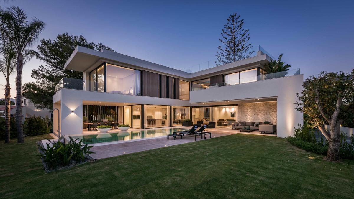 5 bedroom villa for sale marbesa