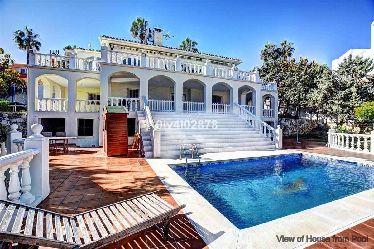Great value frontline golf villa located in the prestigious urbanisation of Hacienda de Torrequebrad,Spain