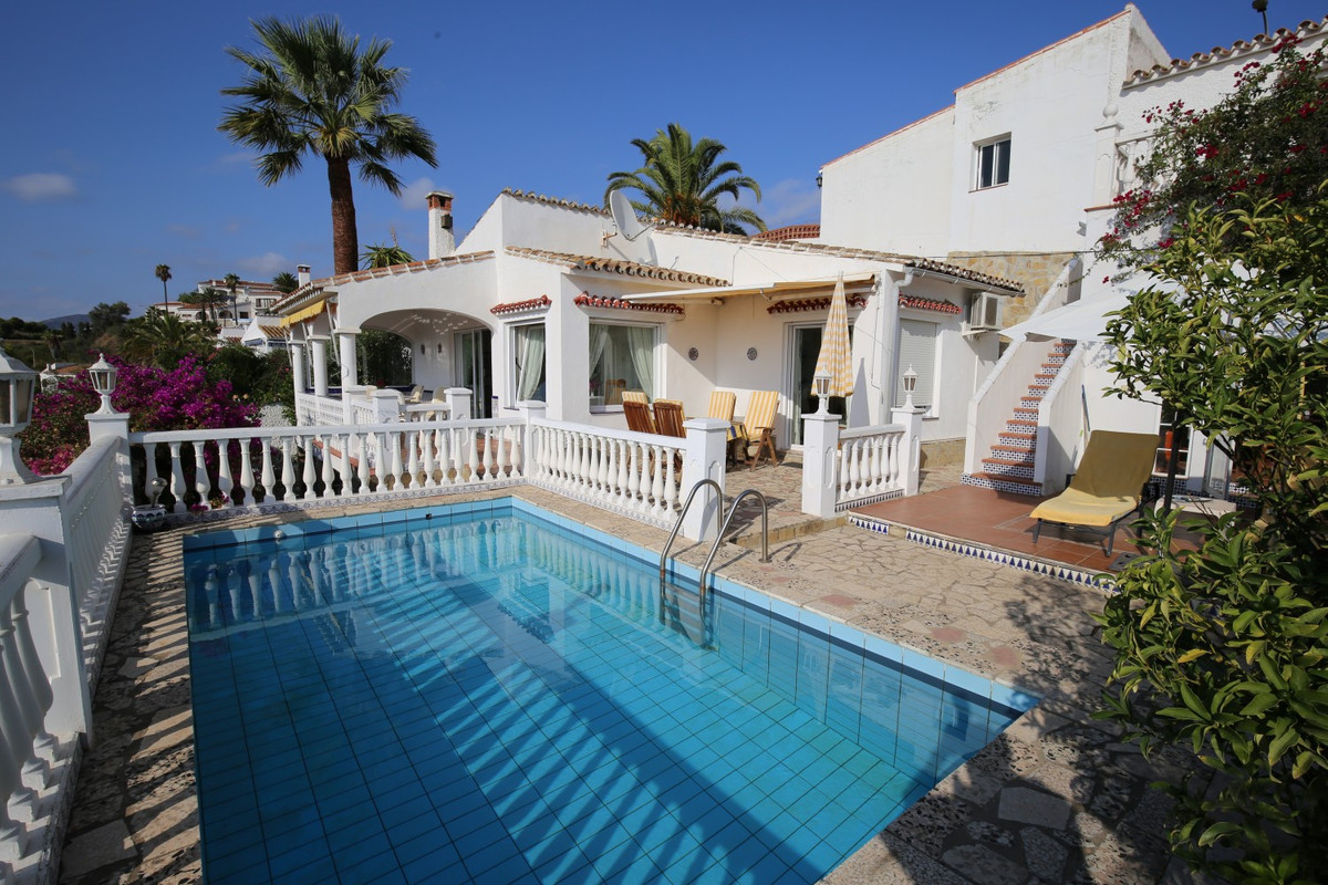 Chalet in Caleta de Velez. With the view of the sea and the forest, this charming chalet is idyllica,Spain