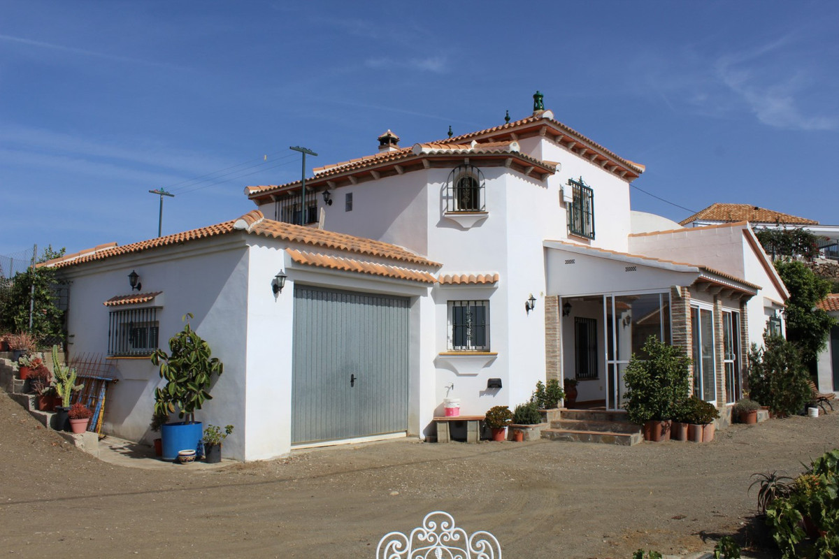 Beautiful House with spectacular views of the sea, which is divided into two apartments with indepen,Spain