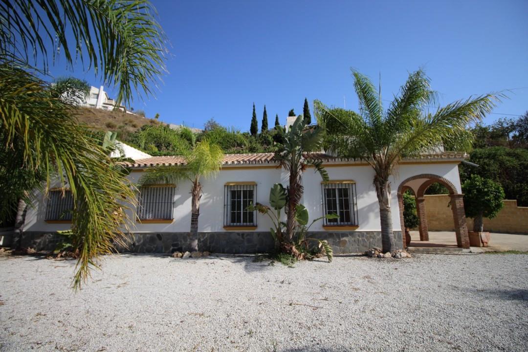 Brandnew built house, beautiful mountain views, several terraces , open fire place, 3 km track, trop,Spain
