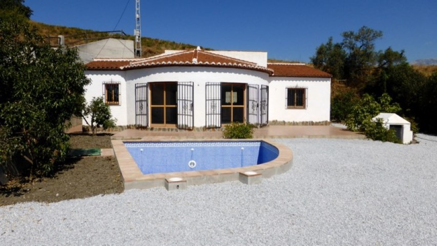 This nice villa is a new construction and never inhabited. It has a total construction of 95 m2 on a,Spain