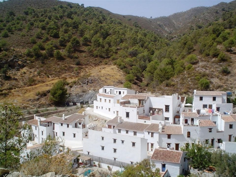 Beautiful townhouse located in the Natural Park of Competa. Only 5 km from the tourist village of Fr,Spain