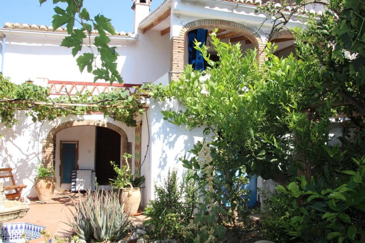 Sale, Townhouse, Velez-Malaga (Rubite), Malaga, Andalucia  The house is located in Rubite, a small h,Spain