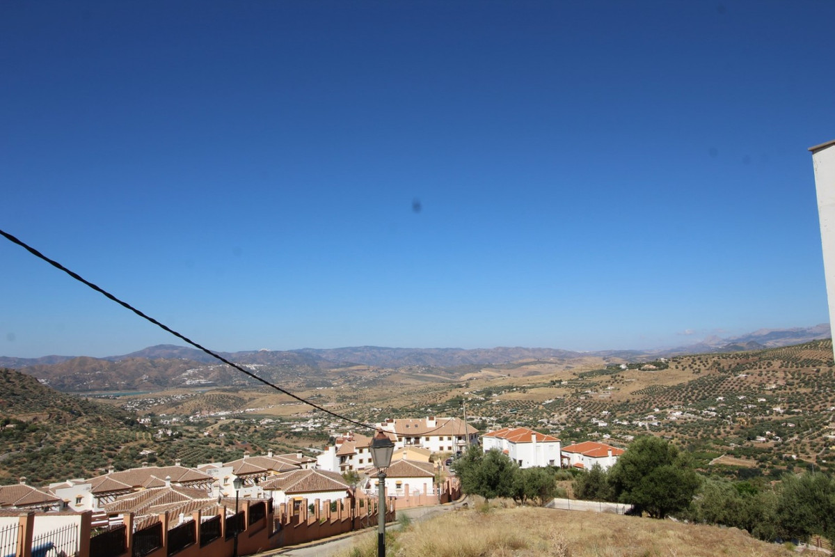 This wonderful villa in Alcaucin, has a total construction of 470 m2, of which 130 m2 are housing, 2,Spain