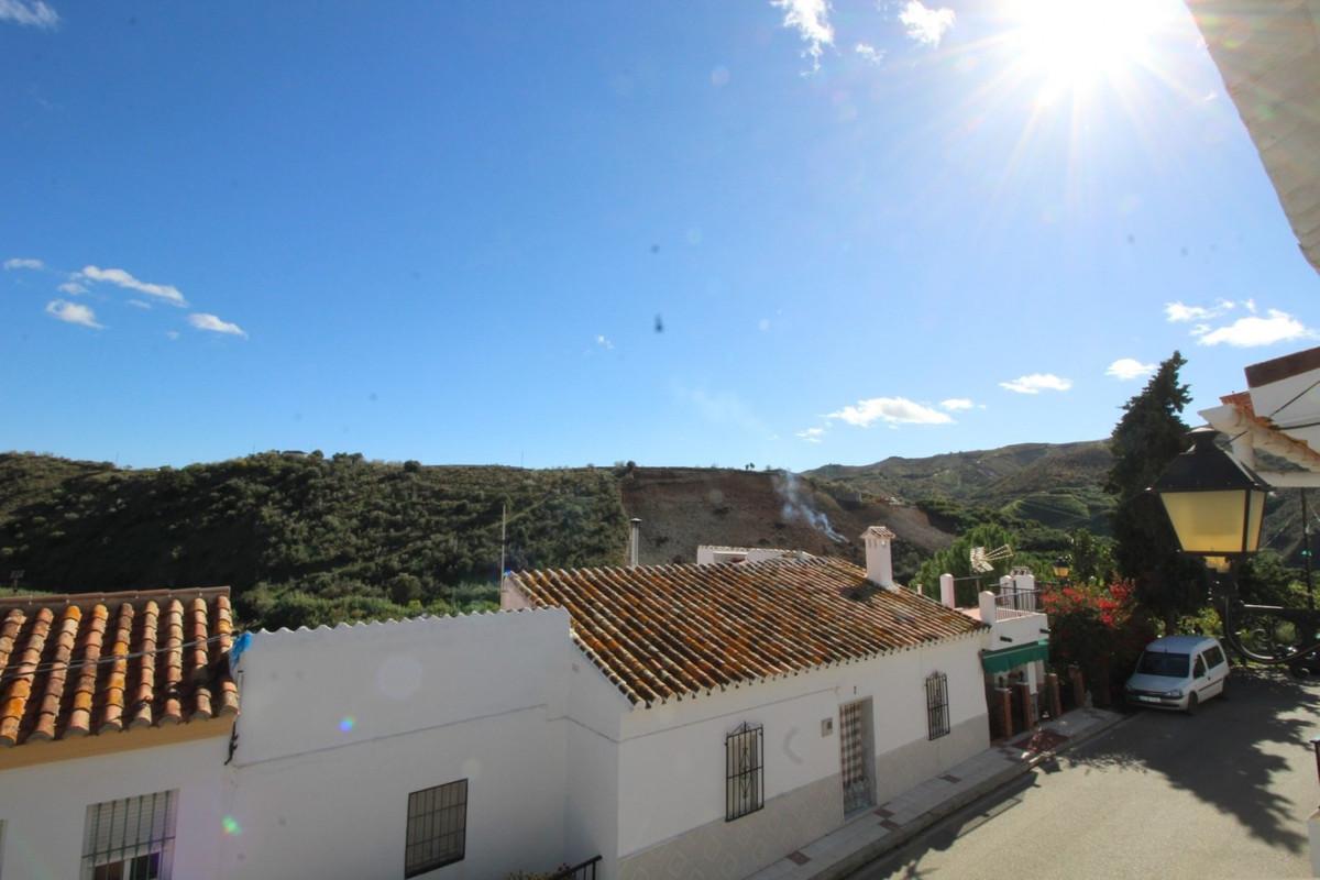 Terraced Townhouse in Cutar