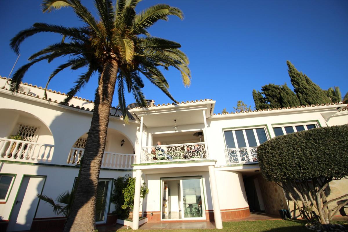 Villa in Caleta de Velez. This detached villa is located in the wonderful area of caleta de Velez, c,Spain