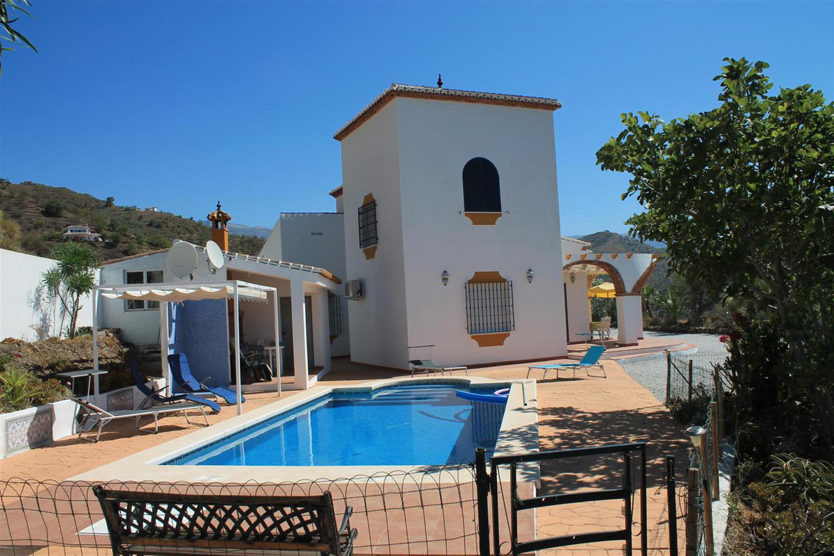 Fantastic detached villa with wonderful views of the sea and the mountains.  It has a large living/d,Spain