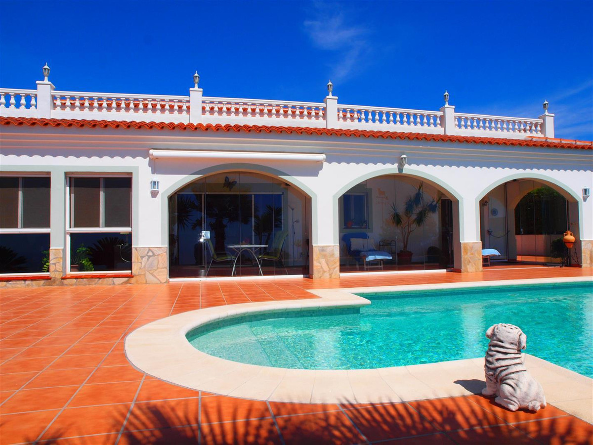 Beautiful Finca in Sayalonga. It consists of 5 bedrooms, 3 bathrooms, guest toilet, alarm system lar,Spain