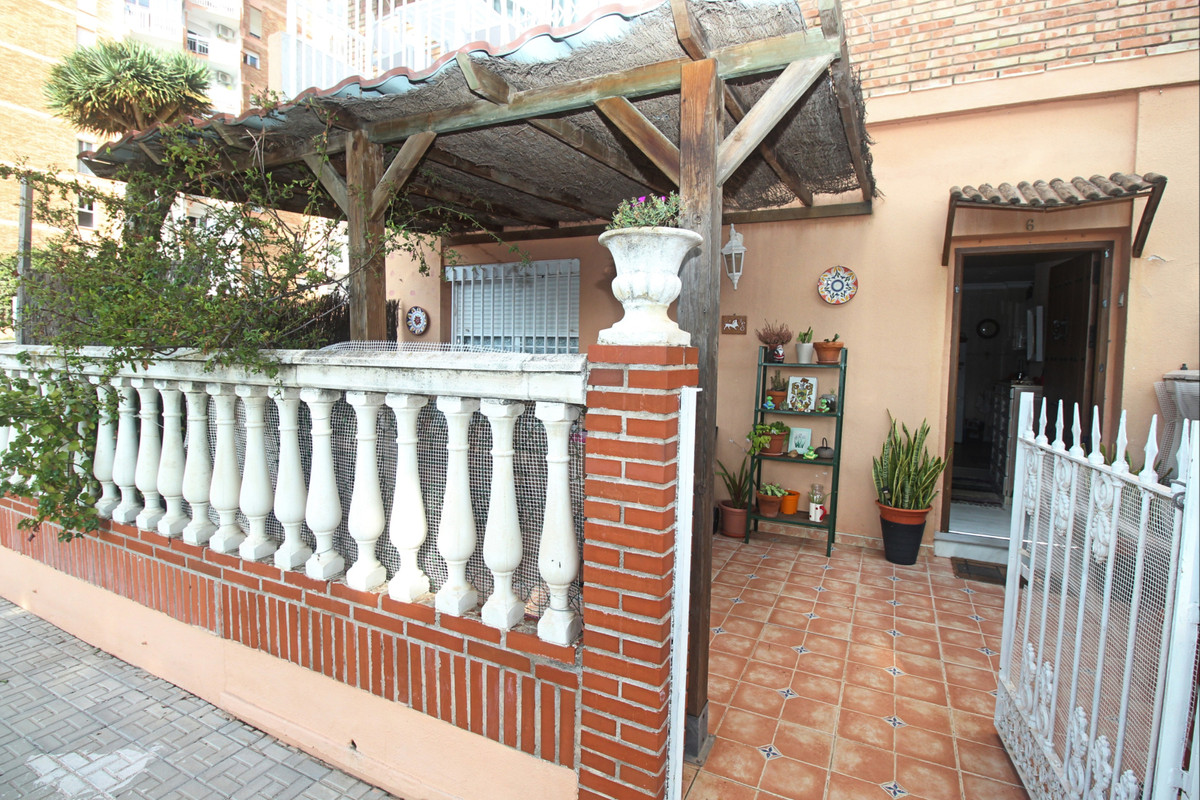 This ground floor apartment is located in Benalmadena.   Benalmadena consists of three main areas: B,Spain