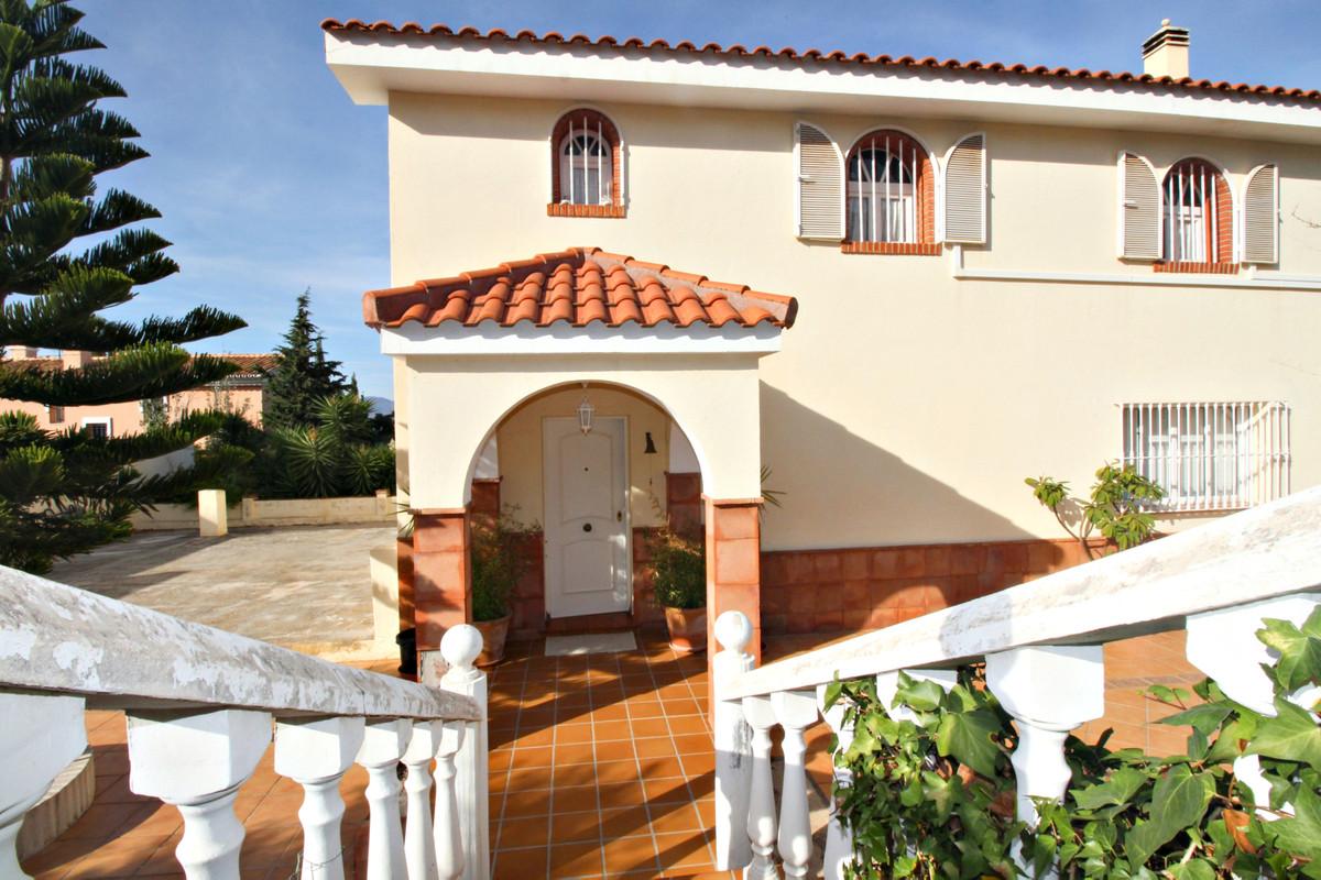 Villa for sale in Alhaurín de la Torre