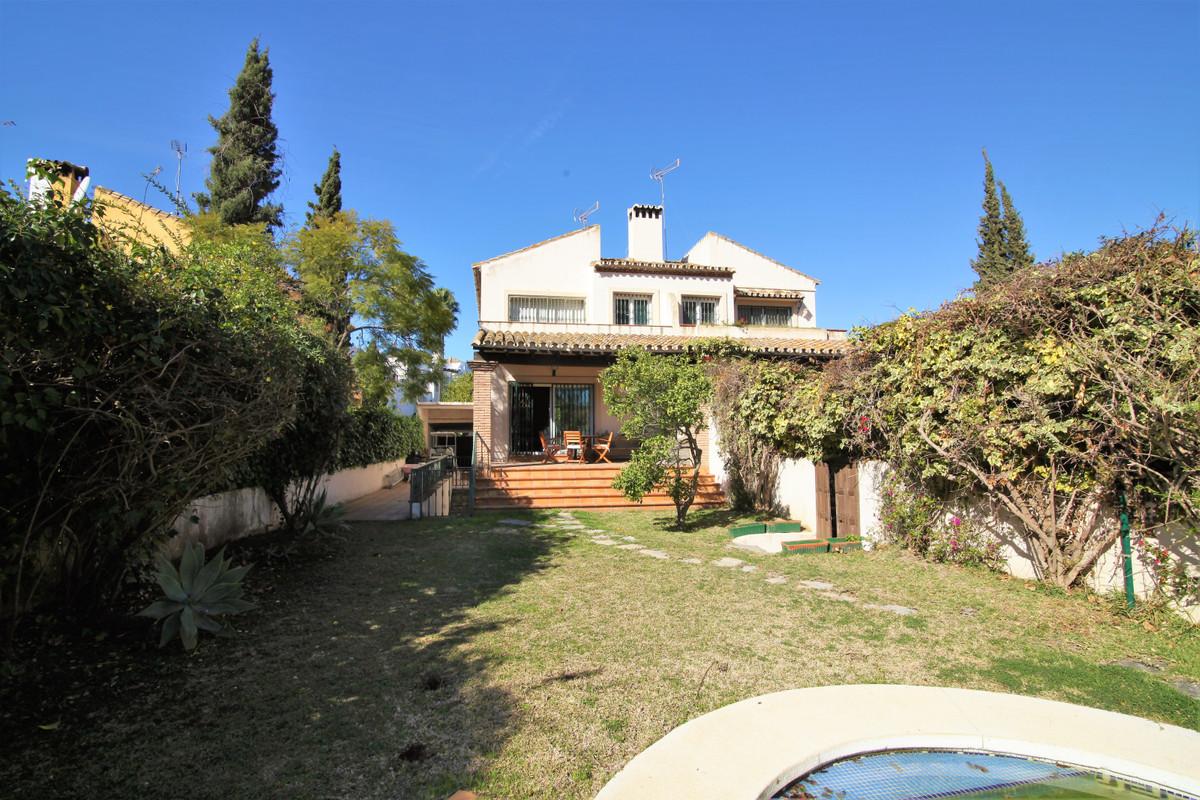 Villa  Semi Individuelle en vente   à Guadalmina Baja