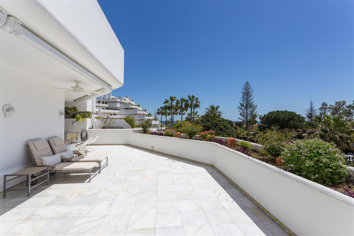 Appartement, Mi-étage en alquiler en Guadalmina Baja