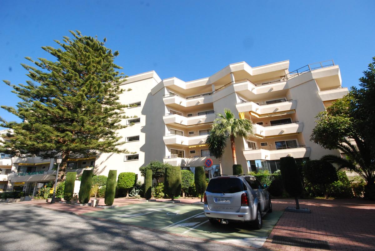 Apartamento Planta Media en Atalaya, Costa del Sol
