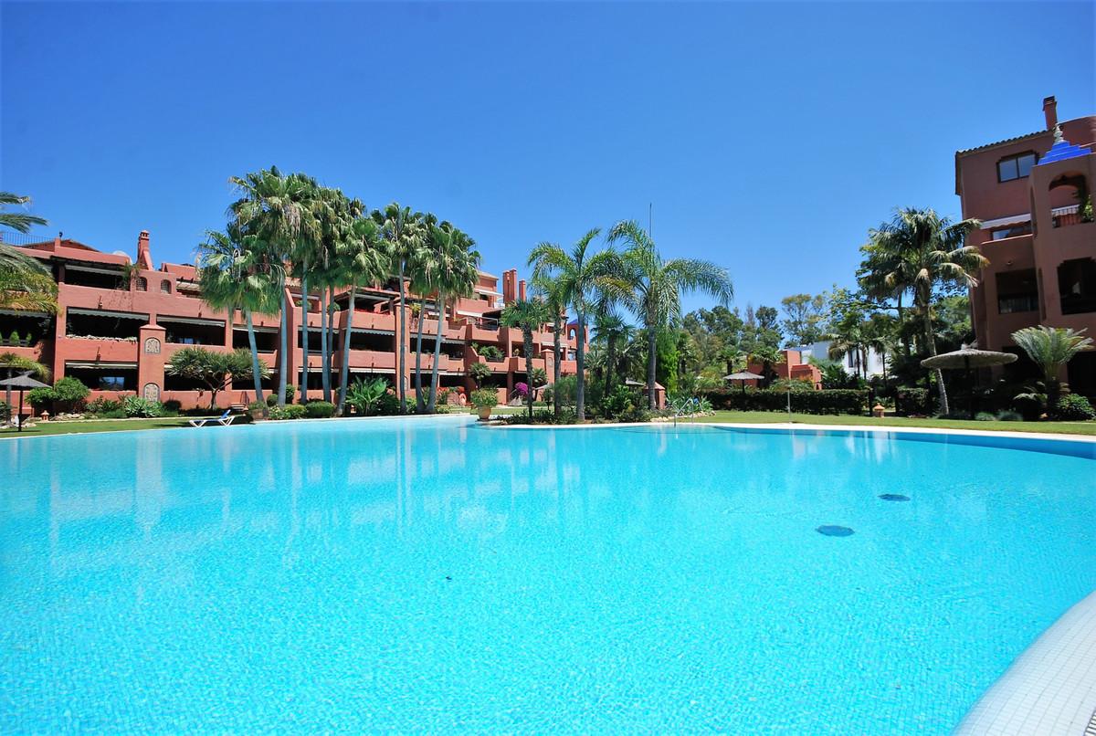 Apartamento, Planta Media en alquiler en Guadalmina Baja