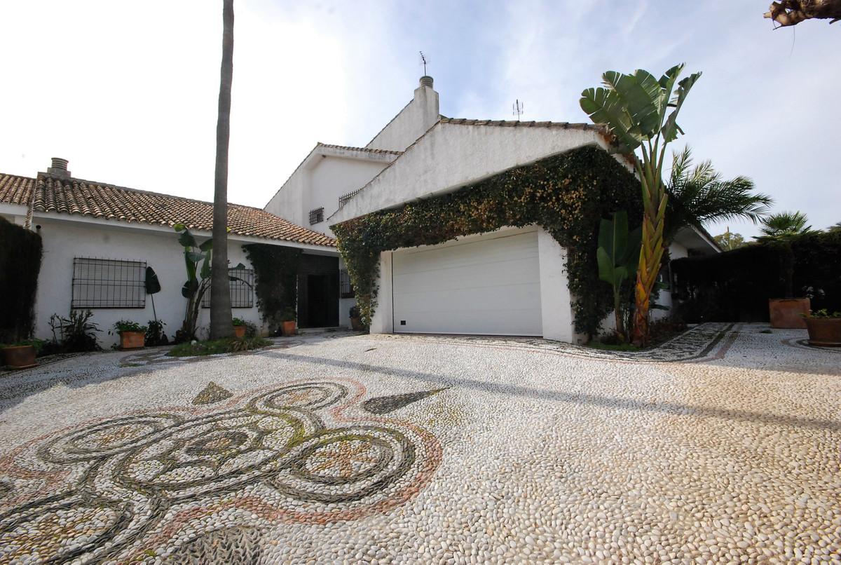 Unifamiliar, Adosada en venta y en alquiler en Guadalmina Baja