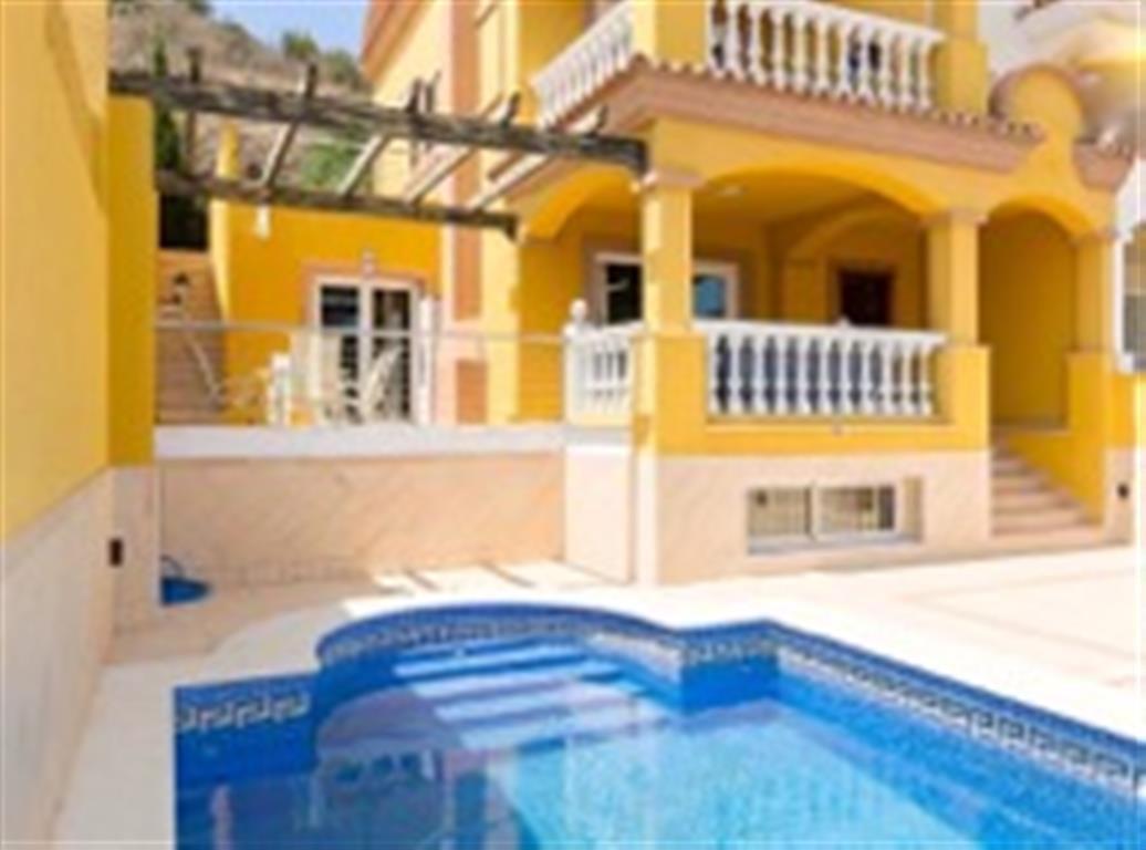 Villa  Pareada  en Torrequebrada