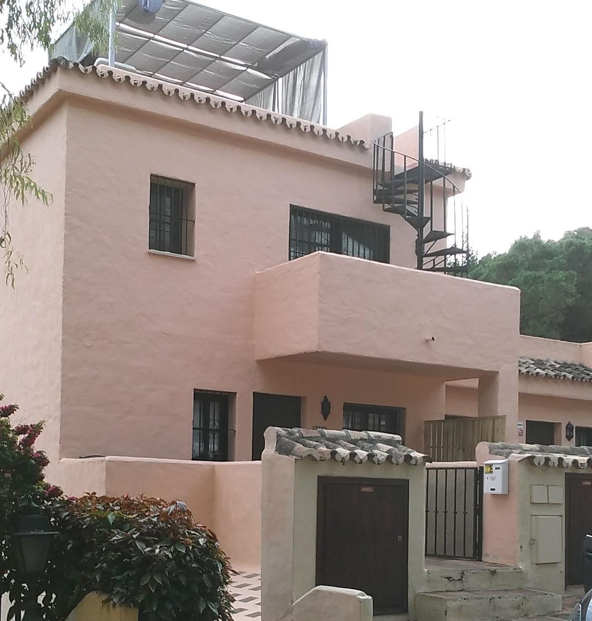 Maison Jumelée  Semi Individuelle en vente   à Nueva Andalucía