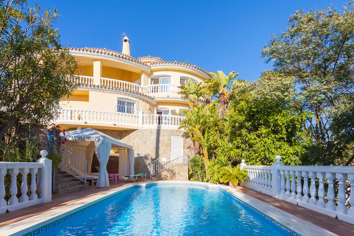 Villa  Detached for sale  and for rent  in El Rosario