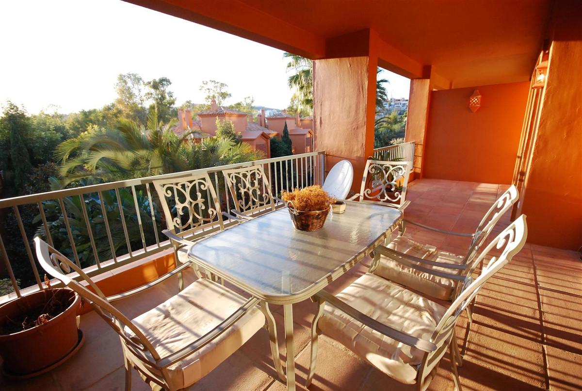 Apartamento, Planta Media en alquiler en Benahavís